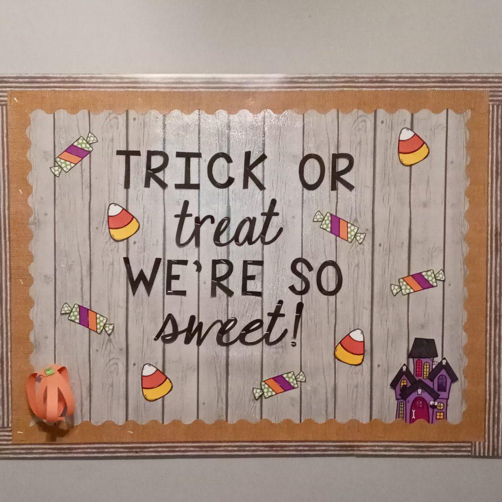 Trick or Treat bulletin board - Fall classsroom decor ideas - fall bulletin board ideas for the classroom